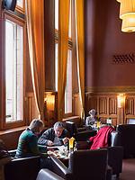 Grand Café Restaurant 1e klas im Bahnhof Amsterdam Centraal, Amsterdam, Provinz Nordholland, Niederlande<br /> Grand Café Restaurant 1e klas im station Amsterdam Centraa, Amsterdam, Province North Holland, Netherlands