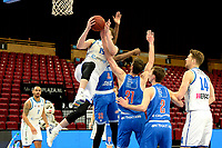03-04-2021: Basketbal: Donar Groningen v Heroes Den Bosch: Groningen Donar speler Willem Brandwijk op weg naar de basket in duel met Den Bosch speler Thomas van der Mars