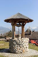 Ziehbrunnen in Ofterschwang-Hüttenberg  im Allgäu, Bayern, Deutschland<br /> dra- well in Ofterschwang-Hüttenberg, Allgäu, Bavaria, Germany