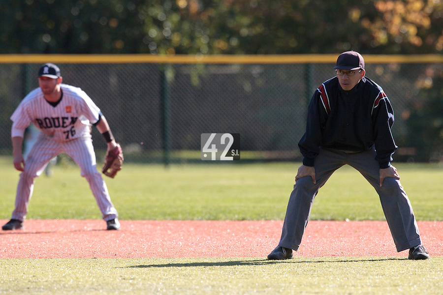 24 October 2010: Second base umpire Paul Nguyen is seen during Rouen 5-1 win over Savigny, during game 4 of the French championship finals, in Rouen, France.