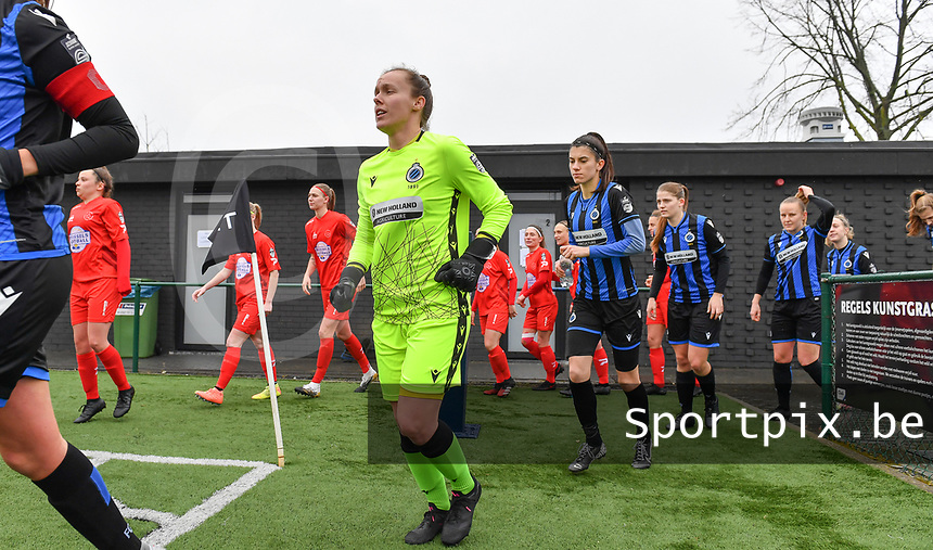 illustration picture showing both teams with goalkeeper Elke Geeraert (25) of Club Brugge entering the pitch during a female soccer game between Club Brugge Dames YLA and White Star Woluwe on the 12 th matchday of the 2020 - 2021 season of Belgian Scooore Womens Super League , saturday 30 January 2021  in Brugge , Belgium . PHOTO SPORTPIX.BE | SPP | DAVID CATRY