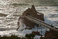 Europe/France/Aquitaine/64/Pyrénées-Atlantiques/Pays-Basque/Biarritz: Le Rocher de la Vierge par gros temps