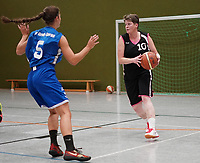 Miriam Aillaud (TV Groß-Gerau 2)  gegen Spielertrainerin Claudia Konrad (Wallerstädten) - Wallerstädten 03.11.2019: SKG Wallerstädten vs. TV Groß-Gerau 2, Bezirksliga Darmstadt