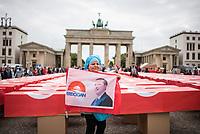 """Der tuerkische Verein """"Hacivat"""" organisierte am Montag den 15. Juli 2019 in Berlin ein Gedenken an die Opfer des Putsches am 15. Juli 2016. Die nationalistischen Erdogananhaenger (Eigenbezeichnung) und Sympathisanten der faschistischen """"Grauen Woelfe"""" stellten 251 symbolische Saerge vor dem Brandenburger Tor auf.<br /> Im Bild: Eine Veranstaltungsteilnehmerin mit einer Erdogan-Fahne.<br /> 15.7.2019, Berlin<br /> Copyright: Christian-Ditsch.de<br /> [Inhaltsveraendernde Manipulation des Fotos nur nach ausdruecklicher Genehmigung des Fotografen. Vereinbarungen ueber Abtretung von Persoenlichkeitsrechten/Model Release der abgebildeten Person/Personen liegen nicht vor. NO MODEL RELEASE! Nur fuer Redaktionelle Zwecke. Don't publish without copyright Christian-Ditsch.de, Veroeffentlichung nur mit Fotografennennung, sowie gegen Honorar, MwSt. und Beleg. Konto: I N G - D i B a, IBAN DE58500105175400192269, BIC INGDDEFFXXX, Kontakt: post@christian-ditsch.de<br /> Bei der Bearbeitung der Dateiinformationen darf die Urheberkennzeichnung in den EXIF- und  IPTC-Daten nicht entfernt werden, diese sind in digitalen Medien nach §95c UrhG rechtlich geschuetzt. Der Urhebervermerk wird gemaess §13 UrhG verlangt.]"""