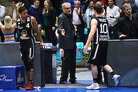 Trainer Gordon Herbert (Fraport Skyliners) mit Kwame Vaughn (Fraport Skyliners) und Max Merz (Fraport Skyliners) - 12.02.2017: Fraport Skyliners vs. Brose Baskets Bamberg, Fraport Arena Frankfurt