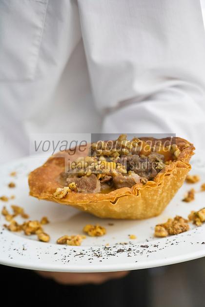 Europe/Turquie/Istanbul :   Tourte au ragout d'agneau assaisonné de coriandre, gingembre , accompagné de noix,  au restaurant Asitane