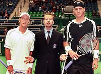 17-02-2005,Rotterdam, ABNAMROWTT , de umpire weet het ook niet meer is het Johansson of Johansson?