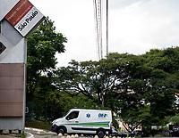 SÃO PAULO, SP, 27.02.2021 :  Aumento nas internações Covid-19 - Vista do Hospital Municipal Dr. José Soares Hungria no bairro de Pirituba na zona Oeste da cidade de São Paulo, para onde são encaminhado pacientes infectados com nova cepa do coronavírus. No destaque ambulância da entrada no hospital na manhã desta sábado (27).