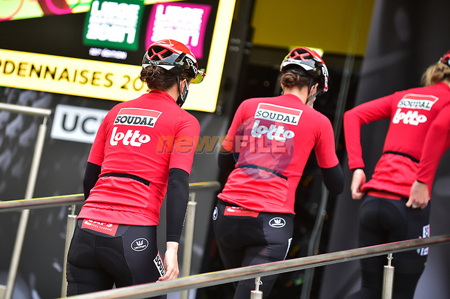Lotto-Soudal Ladies team at sign on before the 2021 Flèche-Wallonne Femmes, running 130.2 km from Huy to Huy, Belgium. 21st April 2021.  <br /> Picture: A.S.O./Gautier Demouveaux | Cyclefile<br /> <br /> All photos usage must carry mandatory copyright credit (© Cyclefile | A.S.O./Gautier Demouveaux)