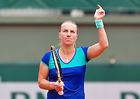 France, Paris , May 26, 2015, Tennis, Roland Garros, Svetlana Kuznetsova (RUS) thinking the crowd<br /> Photo: Tennisimages/Henk Koster