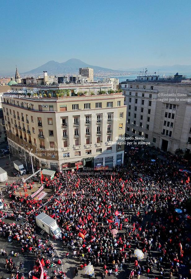 - NAPOLI 21 NOV 2014 -  sciopero generale fiom panoramica piazza matteotti