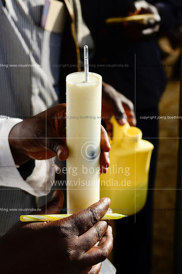 KENYA, County Bungoma, village Tongaren, NADAFA Naitiri Dairy Farmers Co-op Society Ltd., farmer supply mfresh milk in the morning / KENIA, NADAFA Molkerei, Farmer liefern Milch an