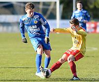 FC Knokke - OMS Ingelmunster : duel tussen Simon Savaete (links) en Aurelien Verzele (r)<br /> Foto VDB / Bart Vandenbroucke