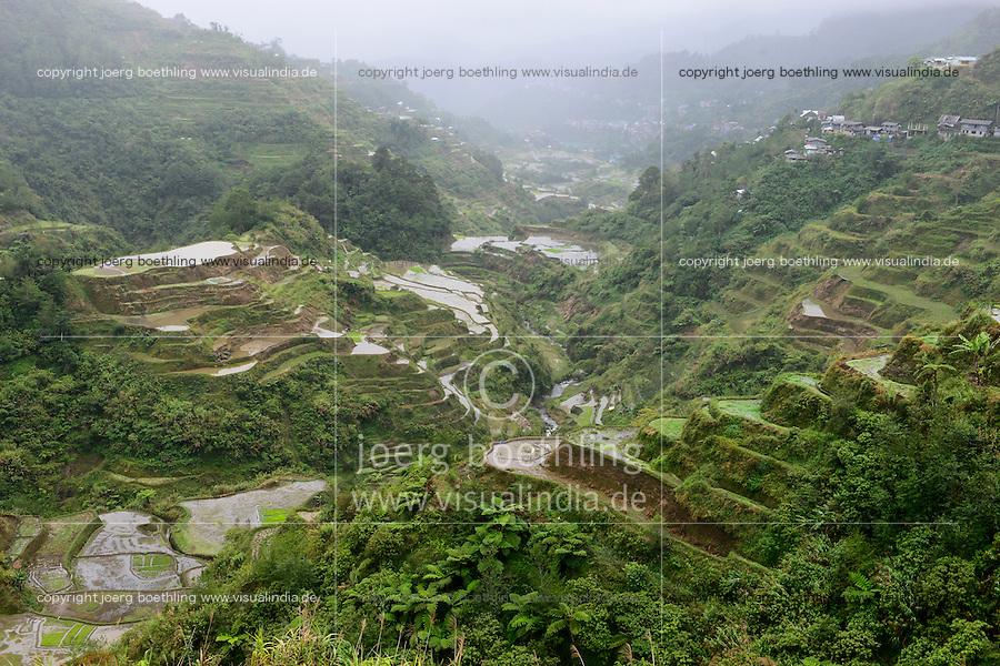PHILIPPINES, Ifugao Province, Cordilleras, Banaue, rice farming on rice terrace in mountains / PHILIPPINEN, Banaue, Reisanbau und Reisfelder in Terrassen in den Bergen