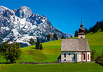 Oesterreich, Salzburger Land, Pinzgau, Dienten: Dorfkirche auf dem Buehel vorm Hochkoenig (2.941 m) | Austria, Salzburger Land, Pinzgau, Dienten: village church 'auf dem Buehel' with Hochkoenig mountains