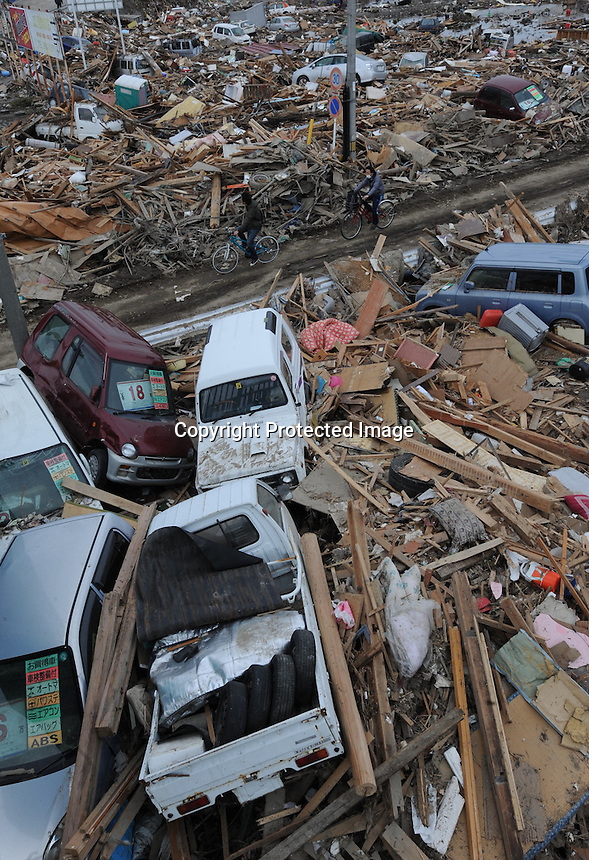Cars are piled up at an intersection in the town town of Natori after the Tsunami devastated ahe entire pacifc coastline of Japan after the earthquake and tsunami devastated the area Sendai, Japan.<br />