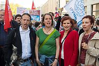 Protest gegen die Jahreshauptversammlung des Ruestungskonzern Rheinmetall am Dienstag den 8. Mai 2018 in Berlin.<br /> Verschiedene Friedensgruppen und die Linkspartei haben zu dem Protest aufgerufen.<br /> Im Bild vlnr.: Pascal Meiser, Abgeordneter der Linkspartei; Christine Buchholz, Abgeordnete der Linkspartei; Katja Kipping, Parteivorsitzende der Linkspartei; Sabine Leidig, Abgeordnete der Linkspartei.<br /> 8.5.2018, Berlin<br /> Copyright: Christian-Ditsch.de<br /> [Inhaltsveraendernde Manipulation des Fotos nur nach ausdruecklicher Genehmigung des Fotografen. Vereinbarungen ueber Abtretung von Persoenlichkeitsrechten/Model Release der abgebildeten Person/Personen liegen nicht vor. NO MODEL RELEASE! Nur fuer Redaktionelle Zwecke. Don't publish without copyright Christian-Ditsch.de, Veroeffentlichung nur mit Fotografennennung, sowie gegen Honorar, MwSt. und Beleg. Konto: I N G - D i B a, IBAN DE58500105175400192269, BIC INGDDEFFXXX, Kontakt: post@christian-ditsch.de<br /> Bei der Bearbeitung der Dateiinformationen darf die Urheberkennzeichnung in den EXIF- und  IPTC-Daten nicht entfernt werden, diese sind in digitalen Medien nach §95c UrhG rechtlich geschuetzt. Der Urhebervermerk wird gemaess §13 UrhG verlangt.]