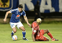 TUNJA -COLOMBIA, 29-07-2018. Azmahar Ariano (Der) jugador de Patriotas Boyacá disputa el balón con Roberto Ovelar (Izq) jugador de Millonarios durante partido por la fecha 2 de la Liga Águila II 2018 realizado en el estadio La Independencia en Tunja. / Azmahar Ariano (R) player of Patriotas Boyaca fights for the ball with Roberto Ovelar (L) player of Millonarios during match for the date 2 of Aguila League II 2018 at La Independencia stadium in Tunja. Photo: VizzorImage/ Gabriel Aponte / Staff