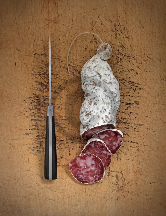 16/01/15 - ORLEAT - PUY DE DOME - FRANCE - Mise en scene studio de saucisson d Auvergne - Photo Jerome CHABANNE