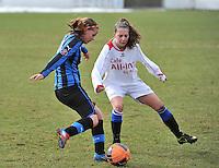 Club Brugge Dames - Heerenveen : Nina Vindevoghel aan de bal (links)<br /> foto Joke Vuylsteke / nikonpro.be