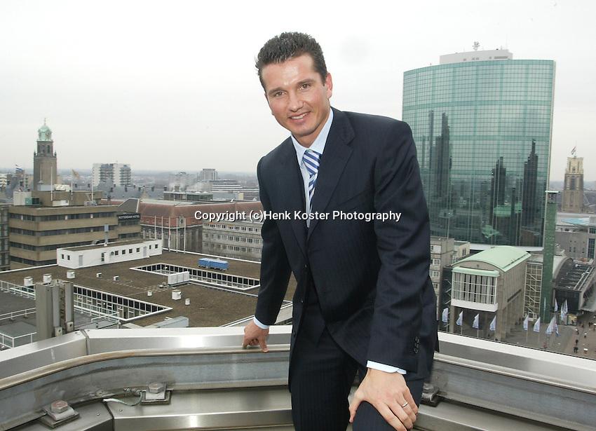 20050105, Rotterdam, ABNAMRO persconferentie, Richard Krajicek op het dak van het ABNAMRO gebouw