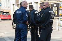 Am Samstag den 26. April 2014 versuchte die Neonazipartei NPD in Berlin erneut einen Aufmarsch durch den Stadtteil Kreuzberg. 6.000 Menschen protestierten mit diversen Blokade dagegen und verhinderten, dass die ca 70 Neonazis weiter als 150m laufen konnten.<br /> So war nach 3 Minuten Marsch für die NPD Schluss und die Neonazis mussten zum Startpunkt am S-Bahnhof Jannowitzbruecke umdrehen. Auch wenn ueber den NPD-Lautsprecherwagen mehrfach behauptet wurde, die Demonstration sei in Kreuzberg, ist doch richtig, dass die Neonazis sich nur in Berlin-Mitte befanden.<br /> Im Bild: Ein Polizist aus Finnland (mit blauer Uniform) begleitete den Einsatz der 24. Einsatzhundertschaft.<br /> 26.4.2014, Berlin<br /> Copyright: Christian-Ditsch.de<br /> [Inhaltsveraendernde Manipulation des Fotos nur nach ausdruecklicher Genehmigung des Fotografen. Vereinbarungen ueber Abtretung von Persoenlichkeitsrechten/Model Release der abgebildeten Person/Personen liegen nicht vor. NO MODEL RELEASE! Don't publish without copyright Christian-Ditsch.de, Veroeffentlichung nur mit Fotografennennung, sowie gegen Honorar, MwSt. und Beleg. Konto:, I N G - D i B a, IBAN DE58500105175400192269, BIC INGDDEFFXXX, Kontakt: post@christian-ditsch.de<br /> Urhebervermerk wird gemaess Paragraph 13 UHG verlangt.]