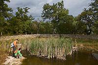 Europe/France/Midi-Pyrénées/46/Lot/Fontanes-du-Causse:Randonneur sur le Causse au Lac Pudre dans la Forêt de la Braunhie  Auto N°: 2008-220  Auto N°: 2008-221  Auto N°: 2008-222