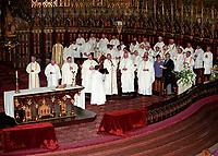 'Archevque de Montreal Jean-Claude Turcotte<br />  en  1992, a la Basilique Notre-Dame<br /> (date exacte inconnue)<br /> <br /> PHOTO :  Agence Quebec Presse