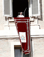 Papa Francesco si affaccia su piazza San Piatro dalla finestra del suo studio per recitare l'Angelus domenicale, Citta' del Vaticano, 12 novembre, 2017.<br /> Pope Francis arrives to recite the Sunday Angelus noon prayer from the window of his studio overlooking St. Peter's Square, at the Vatican, on November 12, 2017.<br /> UPDATE IMAGES PRESS/IsabellaBonotto<br /> <br /> STRICTLY ONLY FOR EDITORIAL USE