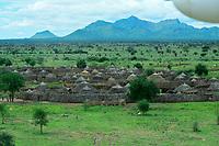 UGANDA, Karamoja, Kotido, Karamojong Ethnie, Luftaufnahme eines Karamojong Dorfes