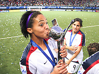 Santiago, Chile: American player Sydney Leroux celebrate their victory in the Fifa U-20 Women´s World Cup, after defeat Korea DRP's team in the Florida´s Municipal Stadium, on December 07 th, 2008. By Grosnia / ISIphotos.com