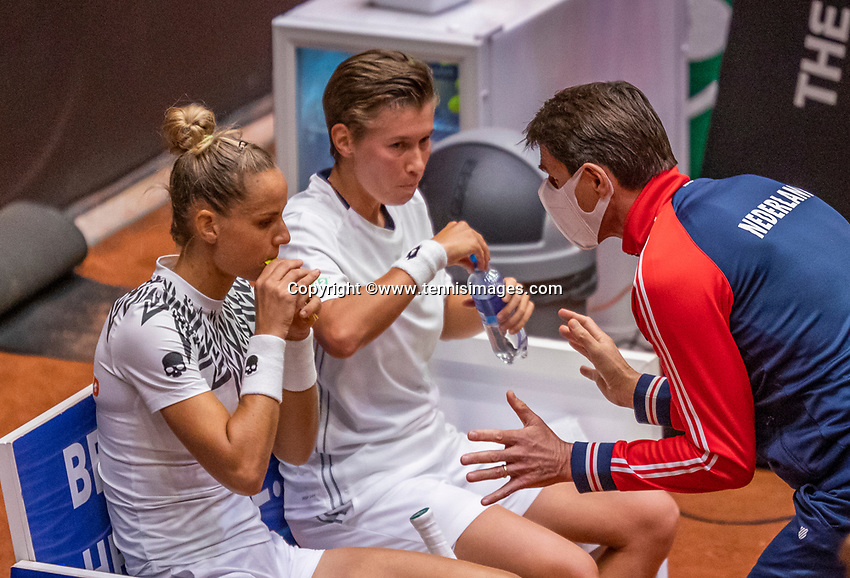 Den Bosch, The Netherlands, April 17, 2021,    Maaspoort, Billie Jean King Cup  Netherlands -  China , seccond day doubles match: Arantxta Rus (NED) and Demi Schuurs (NED) on the bench with captain Paul Haarhuis (NED)<br /> Photo: Tennisimages/Henk Koster