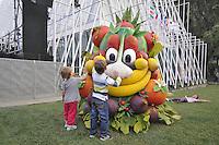 - Milano, Expo Gate, padiglione infopoint in piazza Castello per l'Esposizione Universale 2015; Foody, la mascotte  creata da Disney Italia.<br /> <br /> - Milan Expo Gate, info point in Castle Square for the World Exposition 2015; Foody, the mascot designed by Disney Italy.