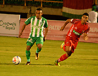 TUNJA - COLOMBIA - 15 - 02 - 2018: Santiago Roa (Der.) jugador de Patriotas F. C., disputa el balón con Vladimir Hernandez (Izq.) jugador de Atletico Nacional, durante partido entre Patriotas FC y Atletico Nacional, de la fecha 3 por la Liga de Aguila I 2018 en el estadio La Independencia en la ciudad de Tunja. / Santiago Roa (R) of Patriotas F. C., figths the ball with Vladimir Hernandez (L) player of Atletico Nacional, during a match between Patriotas F. C. and Atletico Nacional, of the date 3rd for the Liga de Aguila I 2018 at La Independencia stadium in Tunja city. Photo: VizzorImage  /  Jose Miguel Palencia / Cont. (Mejor Calidad Disponible / Best Quality Available)
