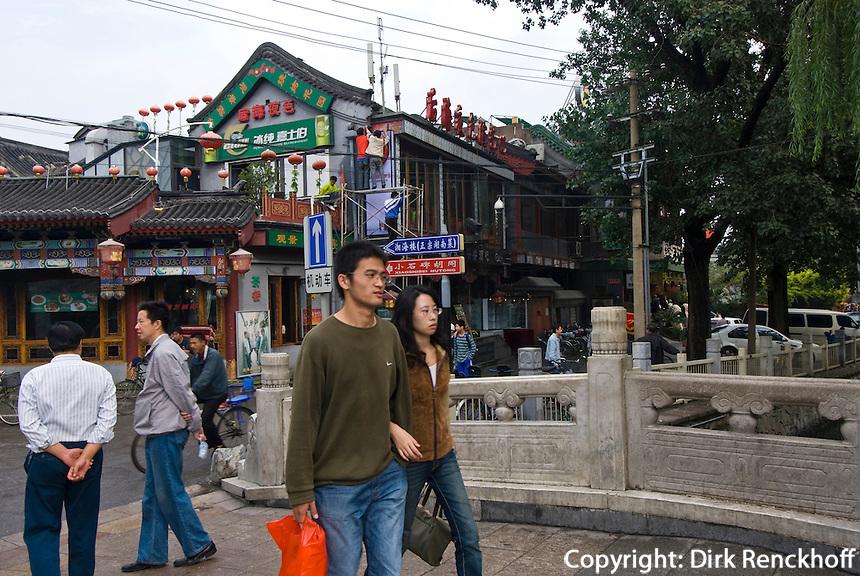 China, Peking (Beijing), Silberbarrenbrücke zwischen Houhai und Qianhai (Hinterer und vorderer See)