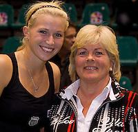 19-12-10, Tennis, Rotterdam, Reaal Tennis Masters 2010,   Michaella Krajicek met de vanger van de gouden bal