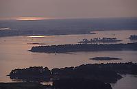 Europe/France/Bretagne/56/Morbihan/Golfe du Morbihan: Le golfe au soleil couchant  Vue aérienne