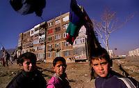 Kabul / Afghanistan.In primo piano alcuni giovani che abitano nelle case popolari in stile sovietico.  .Foto Livio Senigalliesi..Kabul / Afghanistan.Young people living in Soviet-style prefabricated buildings..Photo Livio Senigalliesi