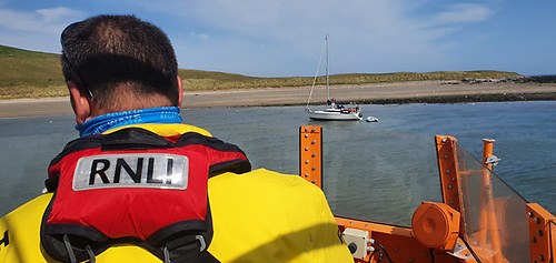 Howth RNLI approach the sailing cruiser aground off Ireland's Eye