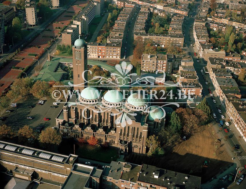 November 1993. De parochiekerk Christus Koning aan de Jan De Voslei in Antwerpen