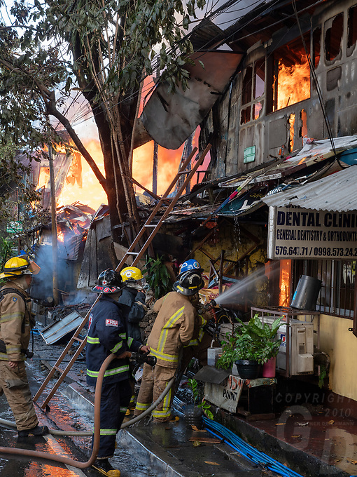 Large street fire in the Mandaluyong Area, Manila