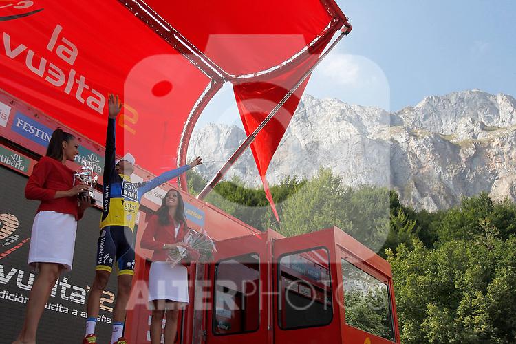 Alberto Contador celebrates the victory in the stage of La Vuelta 2012 beetwen Santander-Fuente De.September 5,2012. (ALTERPHOTOS/Paola Otero)