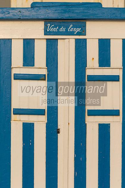 France, Pas-de-Calais (62), Côte d'Opale, Wimereux, station balnéaire, Cabine de Plage du Front de Mer // France, Pas de Calais, Cote d'Opale (Opal Coast), Wimereux, seaside resort  - Cabin Beach Waterfront