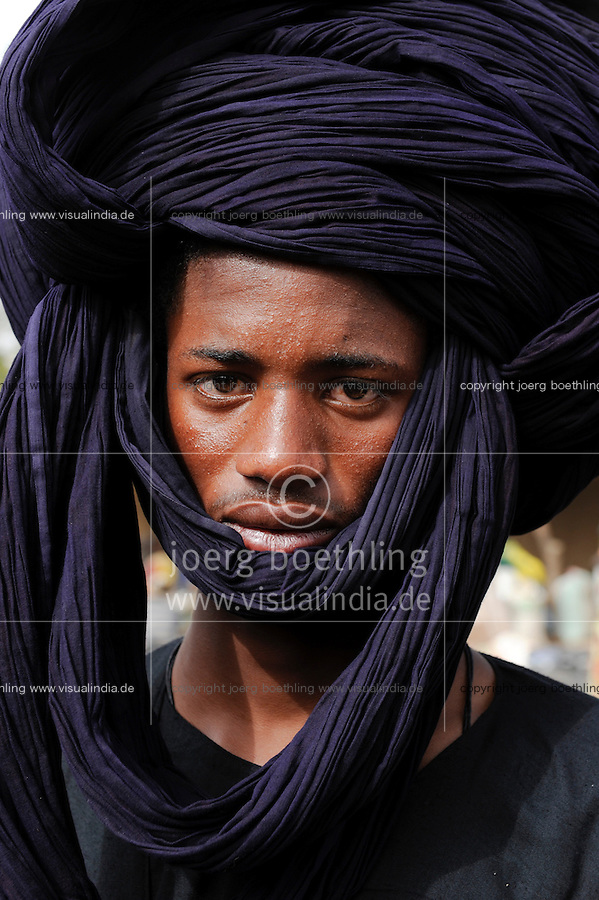 Mali, junger Peulh Mann mit Turban, Fulbe Hirtenvolk / Mali young Peulh man with turban, Fulani people