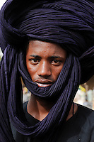 Mali, junger Peulh Mann mit Turban, Fulbe Hirtenvolk / Mali young Peulh man with turban, Fulani people