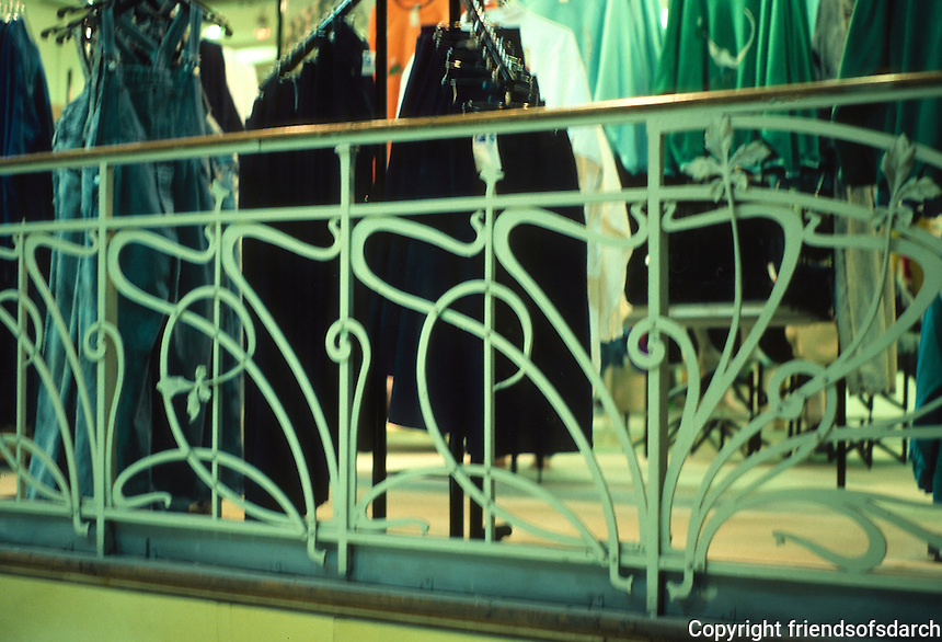 Henri Sauvage: La Samaritaine Dept. Store, Paris 1905. Railing detail. Photo '90.