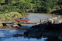 MADAGASCAR / MADAGASKAR Mananjary, Vohilava, Bruecke ueber Fluss ANDRANGARANGA, Zufluss des Mananjary Fluss
