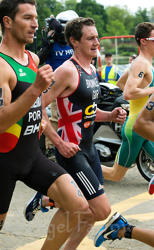 31 MAY 2014 - LONDON, GBR - Alistair Brownlee (GBR) (ENG) (centre) of Great Britain and England runs in the lead pack during the men's 2014 ITU World Triathlon Series round in Hyde Park, London, Great Britain (PHOTO COPYRIGHT © 2014 NIGEL FARROW, ALL RIGHTS RESERVED)
