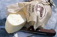 Europe/France/Auvergne/12/Aveyron/Laguiole: Ingrédients de la truffade et de l'aligot - La tomme fraiche