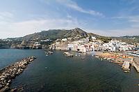 Italien, Ischia, Blick auf Sant'Angelo von La Roia